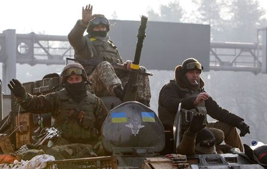 Порошенко пообещал праздничные премии военным вАТО