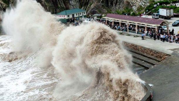 Взв'язку зтайфуном «Ханун» уГонконзі оголосили штормове попередження