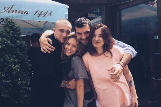 Елена Шоптенко с мужем и друзьями