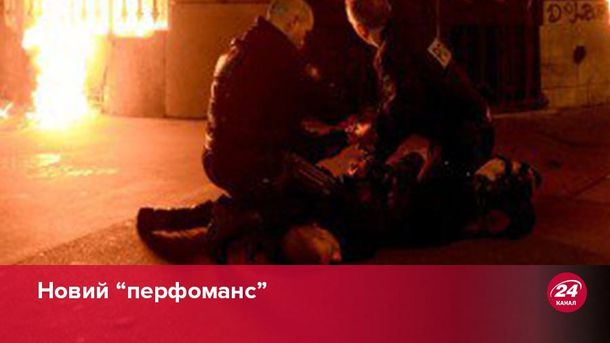 Російського художника Павленського затримали за підпал будівлі Банку Франції