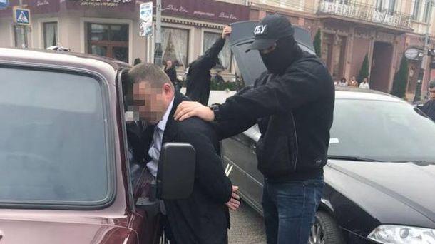 Затримання поліцейського-хабарника