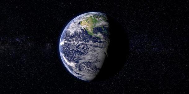 На Землю летит спутник