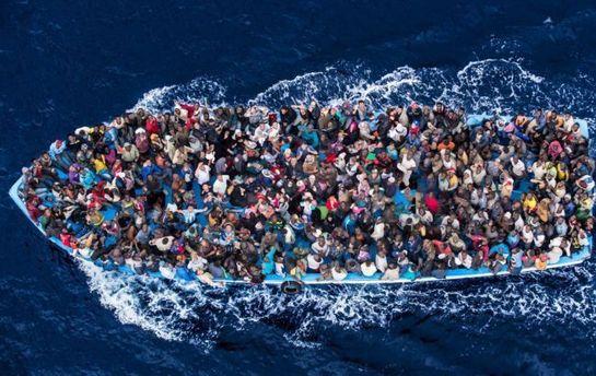 Судно Туниса столкнулось с лодкой мигрантов