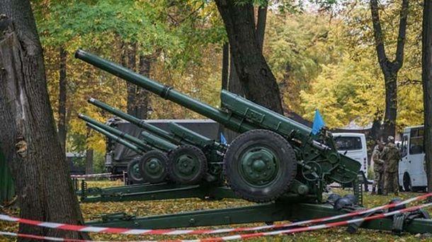 Центр Києва оглушили залпи артилерії: опубліковано відео