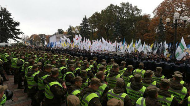 Идеальная картинка системного раскола: что знаменуют протесты под Верховной Радой
