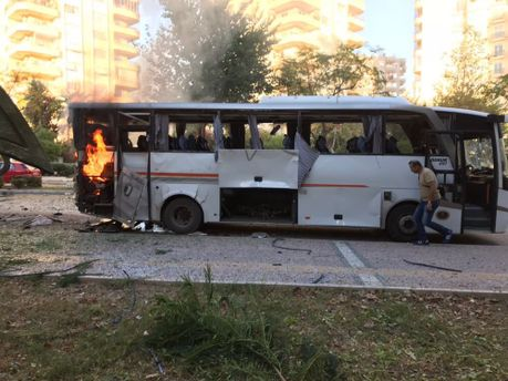 Вибух поблизу автобусу з поліцією у Туреччині