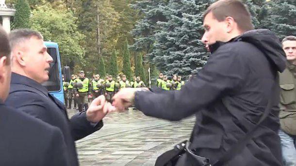 Столкновение между Володмира Парас.юком и Валерием Гелетеем