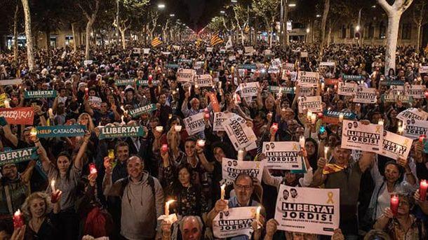 УКаталонії сотні тисяч людей виступили проти арештів громадських лідерів