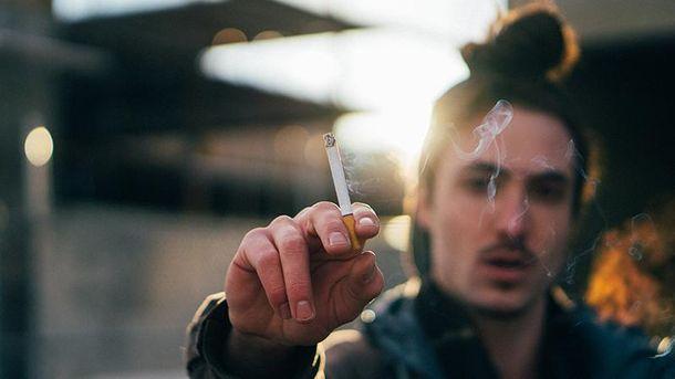 Из-за курения вы выглядите старше