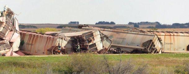 ВКанаде два грузовых поезда сошли срельсов из-за сильного ветра