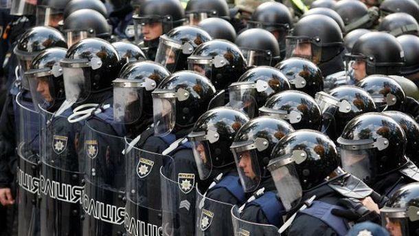 Cиловик у шерензі – це навіть не людина, і протестувальники для нього – просто частина роботи