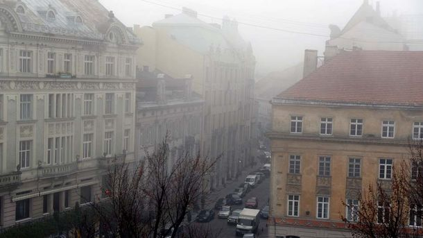 Львів накрило щільним туманом: у мережі публікують дивовижні фото