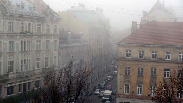 Львов накрыло плотным туманом: в сети публикуют удивительные фото