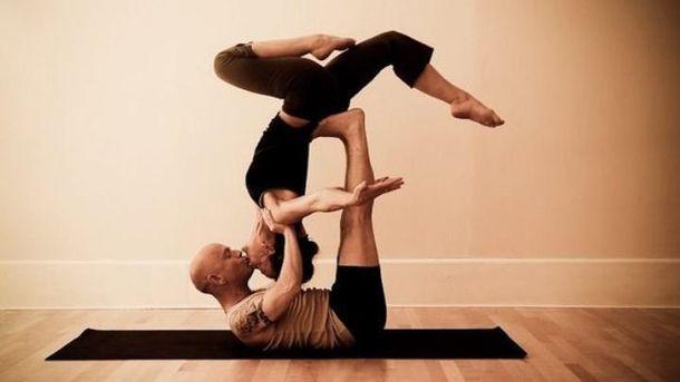 7 легких поз із йоги, які допомагають у сексуальних ігрищах