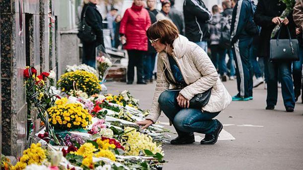 Квіти на місці трагедії у Харкові