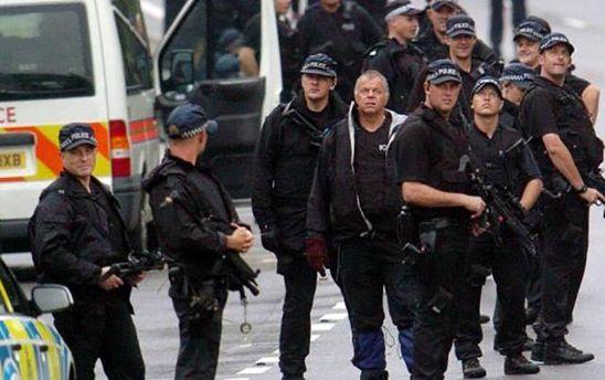 В Британии мужчина захватил заложников в торговом центре
