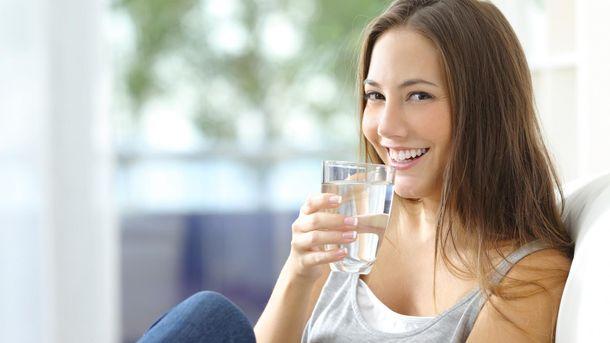 7 бесспорных аргументов, почему каждое утро нужно пить стакан воды