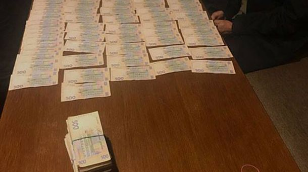 Тернопольские налоговики «погорели» навзятке в 400 000 грн