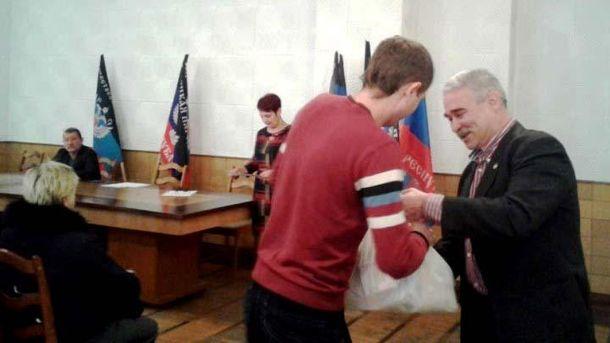 В оккупированном Донецке шахтеров торжественно