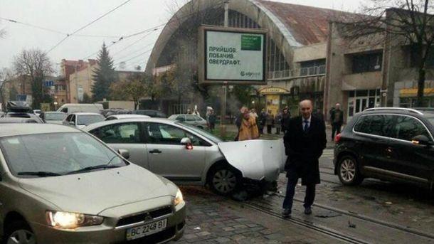 Прежний мэр Львова попал вДТП: появились фото исвидетельства очевидцев