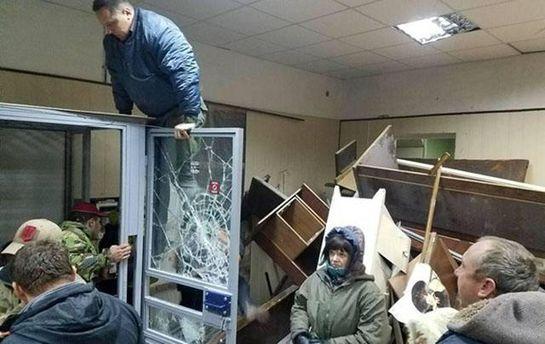 Полиция задержала активистов, которые разгромили здание Святошинского суда