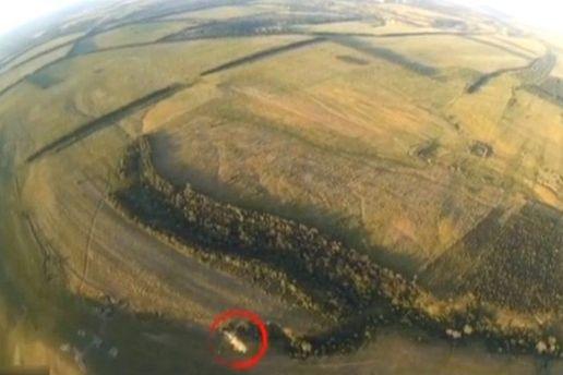 Українські волонтери показали відео, на якому видно підбитий ворожий танк на Донбасі