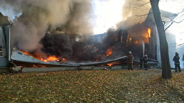 В Киевской области горит спортивная школа