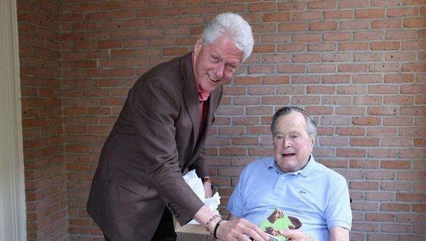 Джордж Буш-старший потрапив у сексуальний скандал