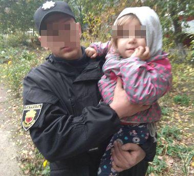 Мать подбросила девочку в чужое жилище