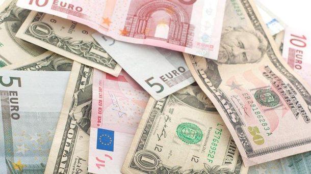 Гривна уверенно подросла поотношению кевро— Курс валют