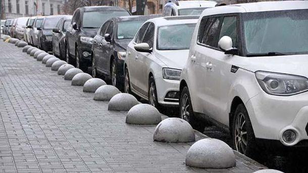 ВКиеве могут запретить парковку на61 улице
