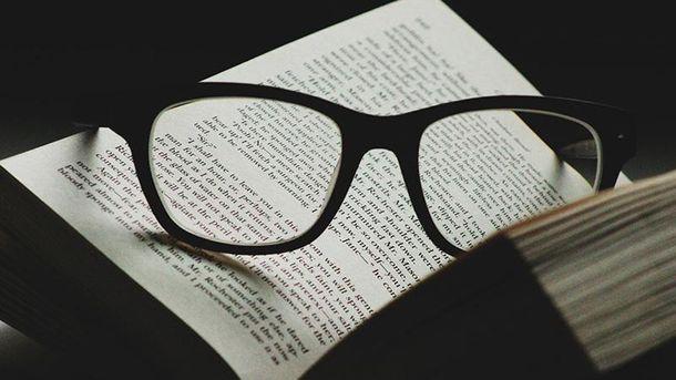 Електронна чи паперова: вчені нарешті визначили найкращий носій для читання