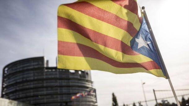 Премьер Испании отправил вотставку руководство Каталонии