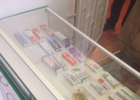В Киеве выявили аптеку, в которой незаконно продавали подконтрольные препараты