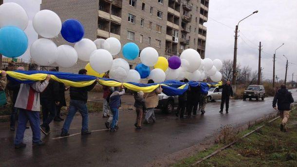Внебо над оккупированным Донбассом запустили украинский флаг