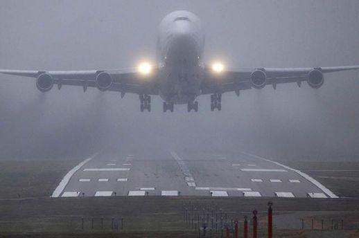 В Черновцах самолет не смог пойти на посадку из-за непогоды