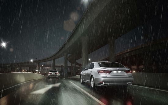 Як їздити в дощ: поради автогонщика