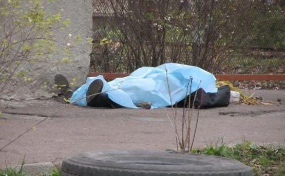 У Києві на вулиці помер чоловік