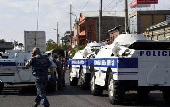 Напад надитсадок у Вірменії - узаручниках дитина