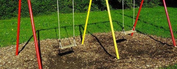 ВОдессе 11-летний ребенок умер, упав сдетской качели