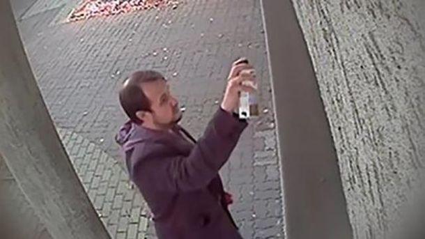 Поляку грозит 5 лет тюрьмы за антиукраинские надписи на здании консульства в Жешуве