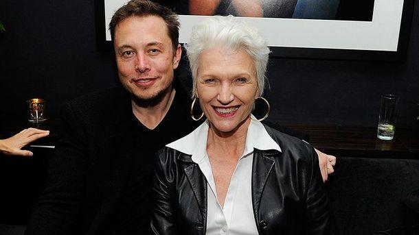 Ілон Маск з матір'ю Мей