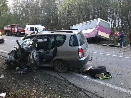 Рейсовый автобус попал в жуткое ДТП на Львовщине, 7 пострадавших