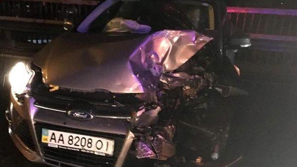 Мужчину выбросило из автомобиля на дорогу