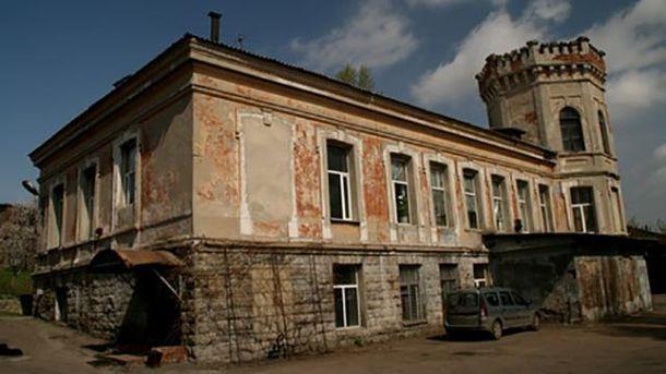 Как изменилось одно из старейших зданий Донецка после оккупации