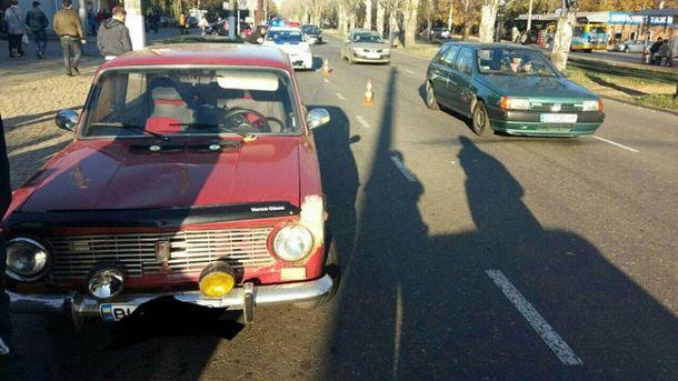 Шофёр автомобиля сбил четырехлетнюю девочку напешеходном переходе вОдессе