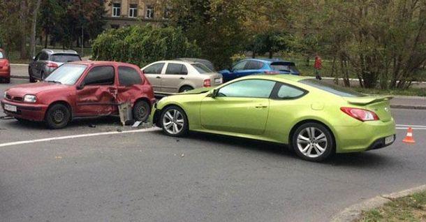 В Одессе девушка на спорткаре протаранила несколько авто