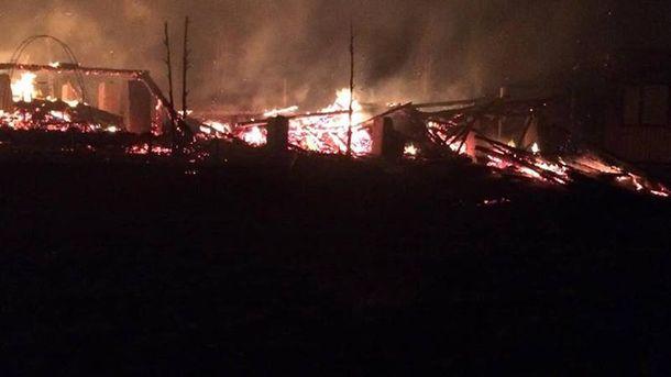Огонь полностью уничтожил базу отдыха