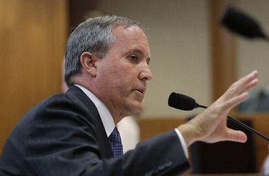 Кен Пакстон радить парафіянам штату Техас озброюватись для самозахисту