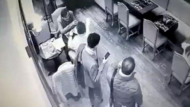 В кафе Киева ограбили экс-чиновника АП Анатолия Балюка
